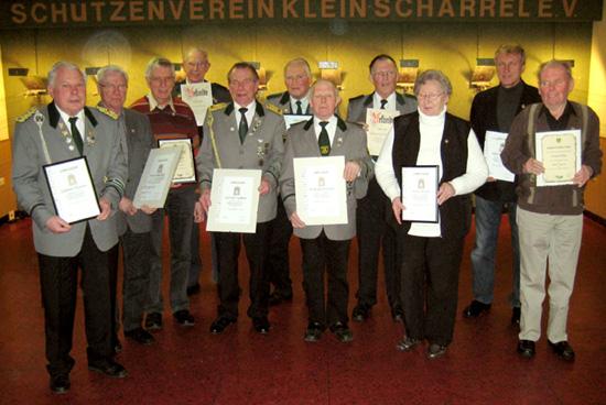 v.l.: Günter Kaiser, Heiner Timmermann, Heinz Reschke, Fritz Folkens, Gerold Siefken, Hans Oltmanns, Wilfried Frerichs, Reinhard Lemkemeyer, Herta Witton, Alfred Meyer, Werner Witton